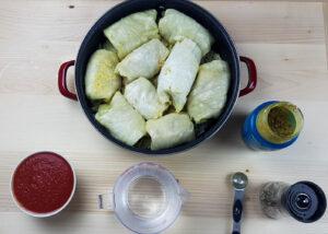 cabbage rolls tomato sauce